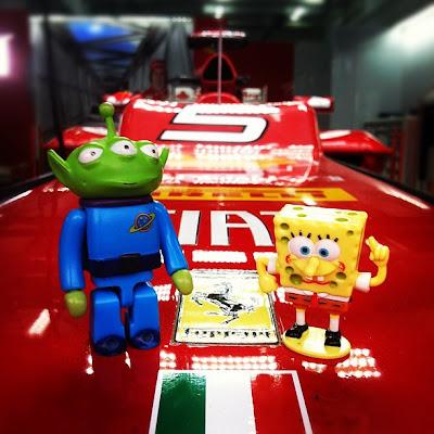 Пришельцы Toy Story и Sponge Bob на болиде Ferrari на Гран-при Бахрейна 2012