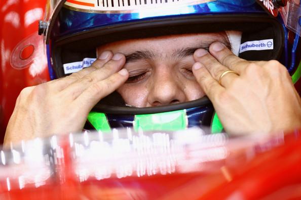 Фелипе Масса протирает глаза на Гран-при Италии 2010