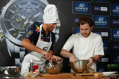 Даниэль Риккардо готовит на спонсорском мероприятии Edifice перед Гран-при Италии 2014