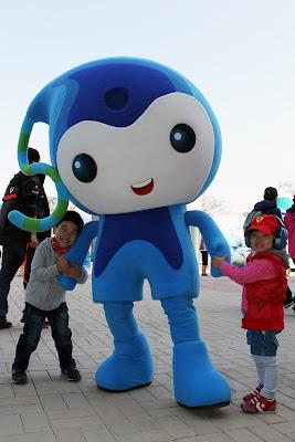 корейская голубая неведомая зверушка с детьми на Гран-при Кореи 2011