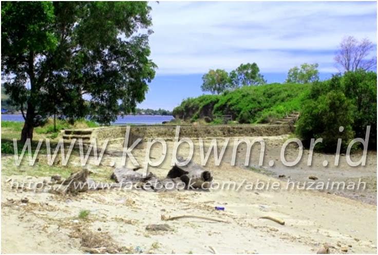 pantai taraujung pamboang
