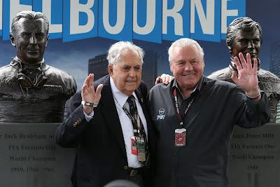 Джек Брэбэм и Алан Джонс на открытии своих монументов в Альберт-Парке на Гран-при Австралии 2013