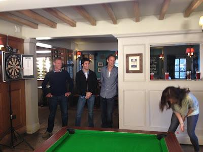 Дженсон Баттон и Серхио Перес знакомятся поближе в баре в компании со Sky Sports F1 перед стартом сезона 2013