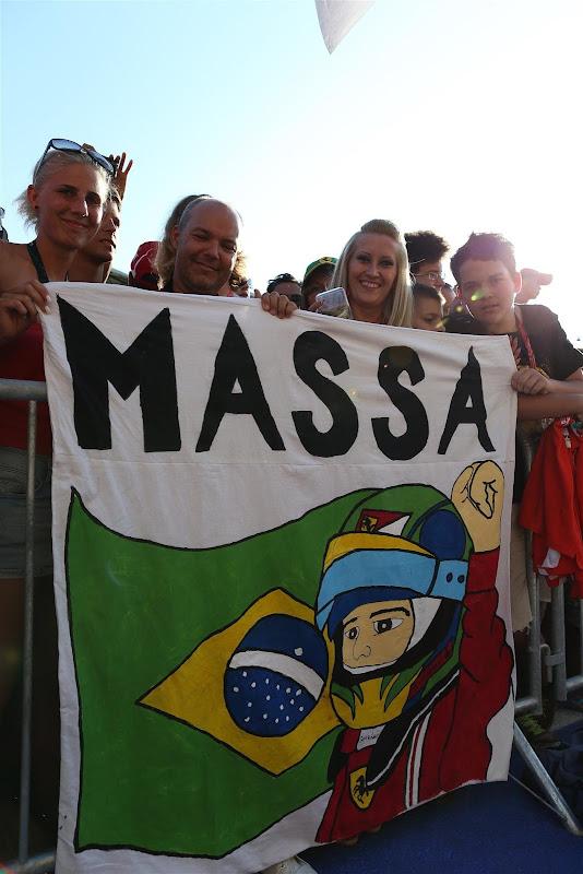 баннер болельщиков Фелипе Массы на Гран-при Венгрии 2013