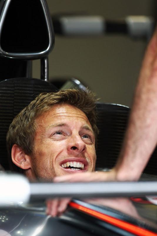 Дженсон Баттон в кокпите McLaren на Гран-при Италии 2011