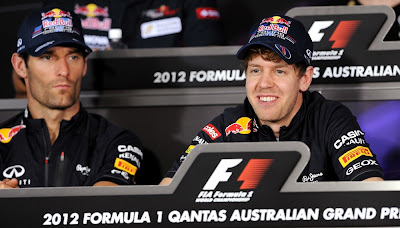 Марк Уэббер и улыбающийся Себастьян Феттель на пресс-конференции в четверг на Гран-при Австралии 2012