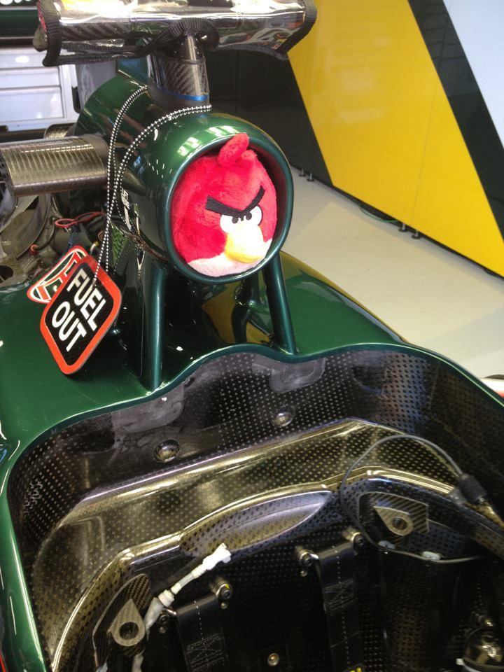 Angry Birds в воздухозаборнике Caterham на Гран-при Испании 2012