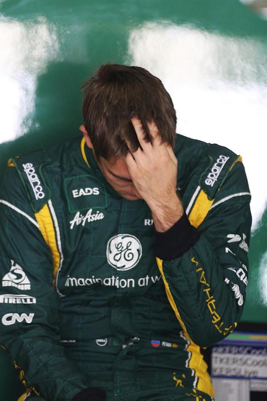 Виталий Петров фэйспалмит на Гран-при Бразилии 2012