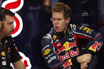 Себастьян Феттель обращается к механику Red Bull на Гран-при Японии 2011