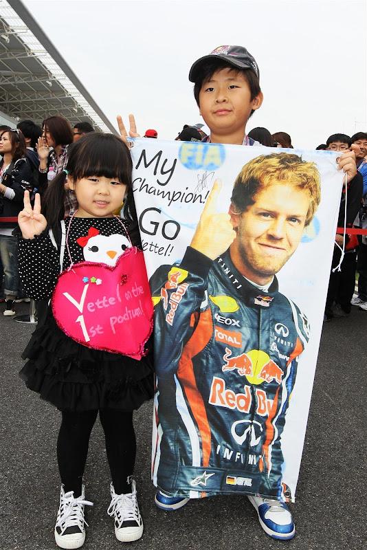 юные болельщики Себастьяна Феттеля на Гран-при Кореи 2012