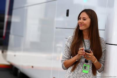 Джессика Мичибата в паддоке Нюрбургринга на Гран-при Германии 2013