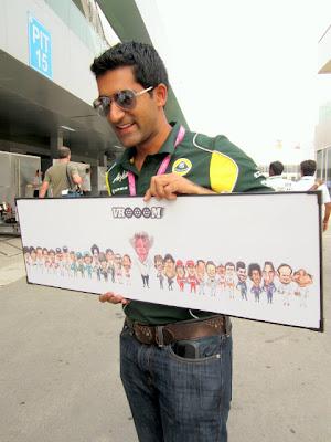 табличка со всеми пилотами и Берни из книжки VROOOM на Гран-при Индии 2011