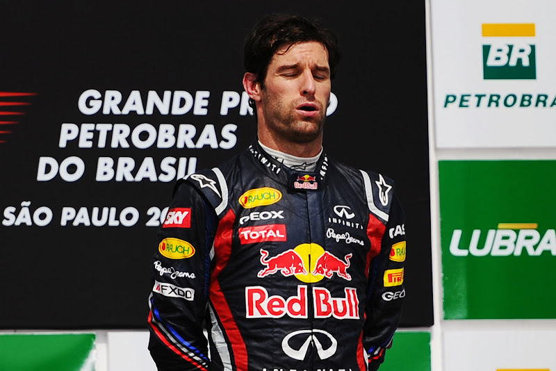 Марк Уэббер выдыхает на подиуме Интерлагоса после победы на Гран-при Бразилии 2011