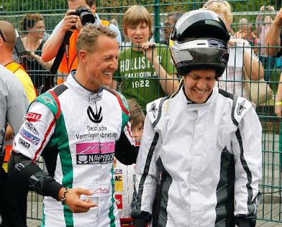 Михаэль Шумахер смешит Себастьяна Феттеля на картинговом турнире в Керпене