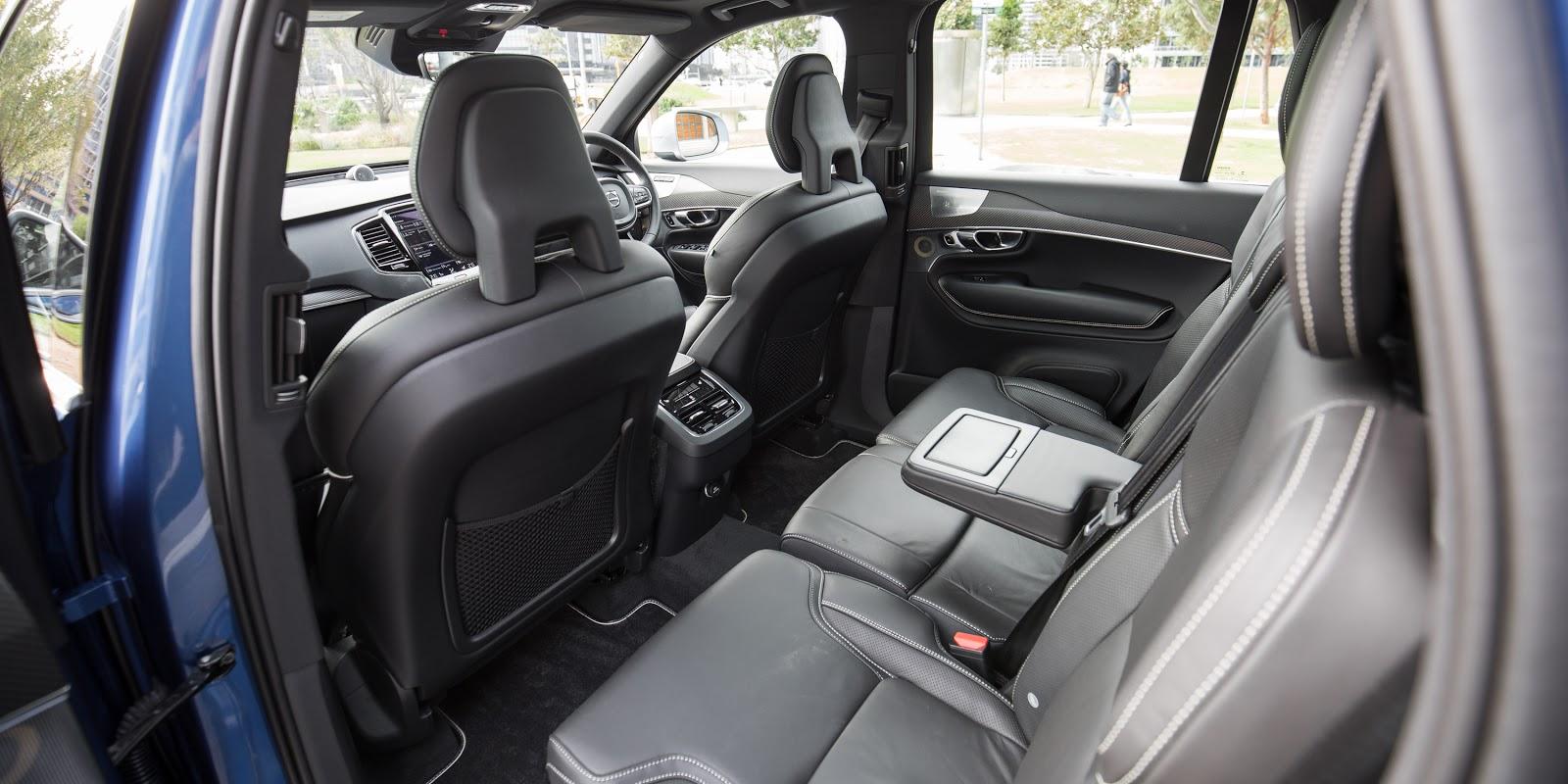 Hàng ghế thứ hai thật sự rất thực dụng, trông không khác gì các dòng SUV offroad