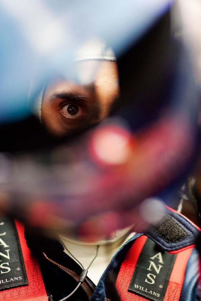 Себастьян Буэми в кокпите болида на Гран-при Венгрии 2011