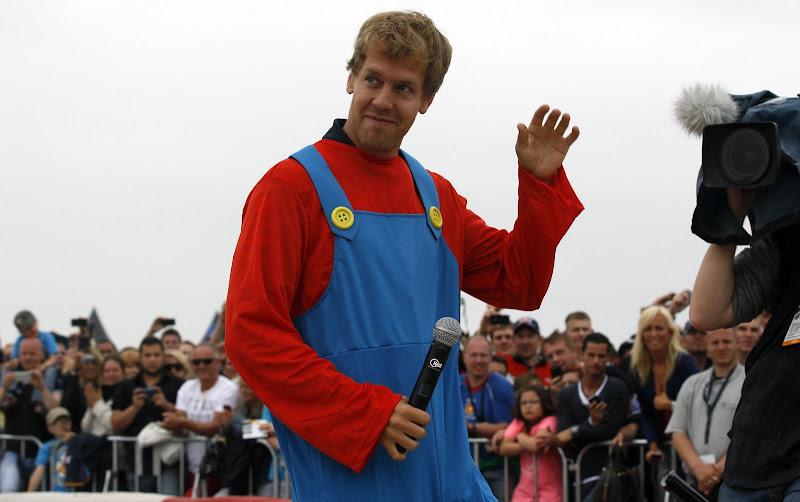 Себастьян Феттель в костюме Super Mario в Хертене 14 июля 2013