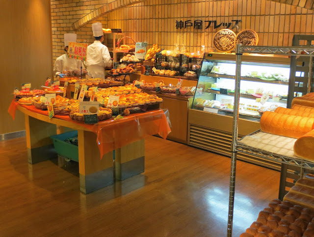 A bakery on the lower level of the Parco department store