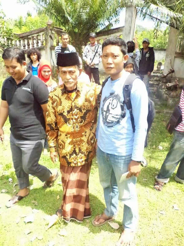 Photo penulis bersama pejabat sementara Pa'bicara Kaiyyang Arayang Alu