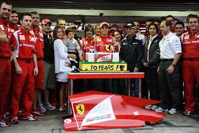 Фелипе Масса в окружении семьи и друзей по Формуле-1 на Гран-при Бразилии 2011