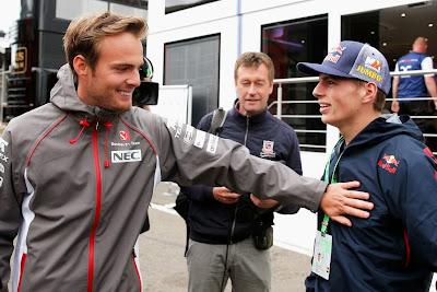 Гидо ван дер Гарде трогает за грудь Макса Ферстаппена на Гран-при Бельгии 2014