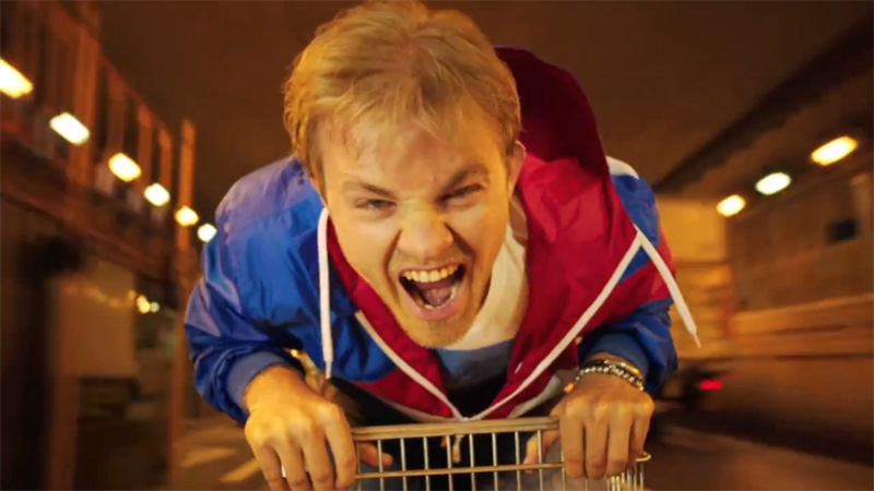 Нико Росберг в корзине на колесиках в рекламном ролике RTL перед Гран-при Монако 2013