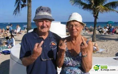 ide--gue.blogspot.com - Foto-foto kakek dan nenek paling GAUL didunia!!