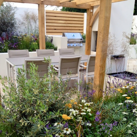 Al Fresco Garden by Doc Peter Reder - KLC School alumni -  RHS Hampton Court Flower Show 2014 - Photo by Noemi Mercurelli