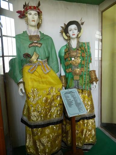 pakaian adat suku mandar sulawesi barat