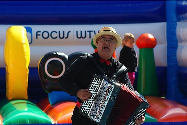 accordeon spelen op kerelsplein