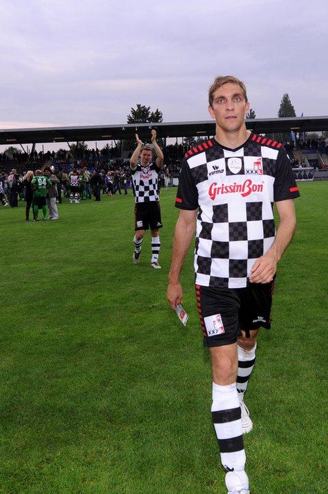 Виталий Петров на футбольном матче в дни уикэнда Гран-при Германии 2011