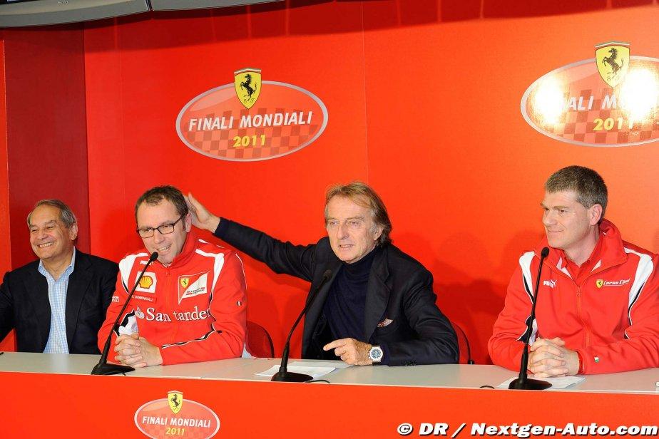 Лука ди Монтедземоло гладит по головке Стефано Доменикали на пресс-конференции Ferrari Finali Mondiali 2011