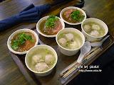 每人一客紅糟肉圓,還有一碗肉丸湯。