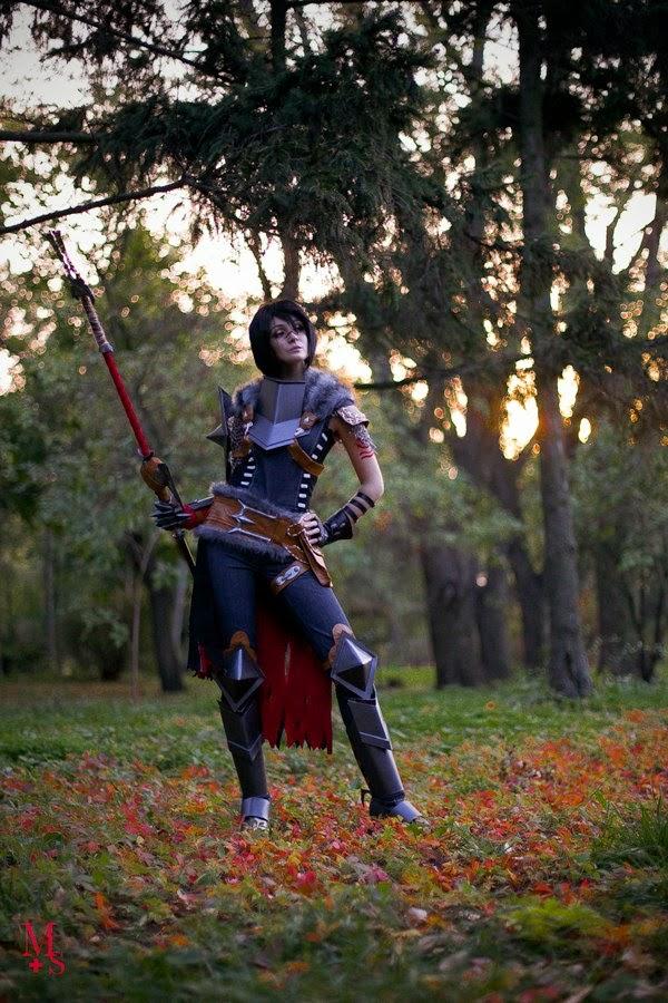 Nữ chiến binh Marian Hawke khoe dáng mạnh mẽ