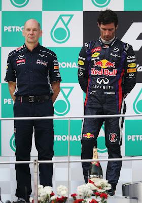 Эдриан Ньюи и разочарованный Марк Уэббер на подиуме Гран-при Малайзии 2013