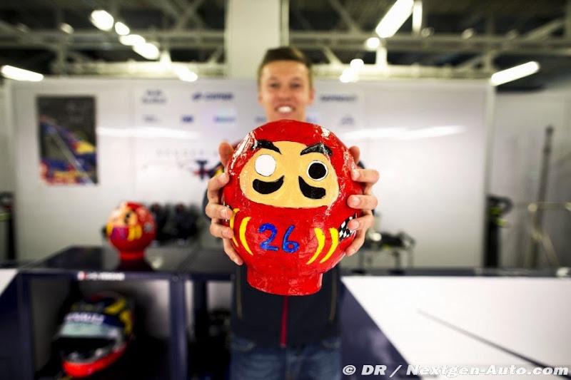 Даниил Квят с подарком на Гран-при Японии 2014