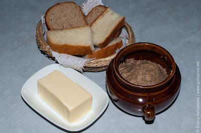 паштет, сливочное масло, хлеб