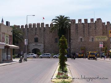 Öküz Mehmet Paşa Kervansarayı, Kuşadası