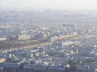 El Museo del Louvre, grande incluso desde estas alturas