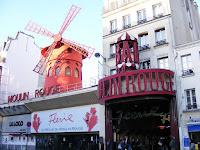 El lugar más conocido del Boulevard es el Moulin Rouge, protagonista de la película homónima