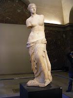 En cuanto a escultura, una de las obras más concurridas es La Venus de Milo