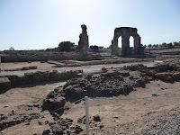 Las ruinas de la ciudad romana de Caparra, en la provincia de Cáceres, conservan el arco de cuatro columnas que la presidía