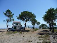 El punto más alto del municipio alberga un observatorio del Instituto para la Conservación de la Naturaleza (ICONA)