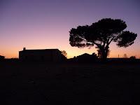 El atardecer en Béjar muestra tonalidades naranja y violeta durante la puesta de sol