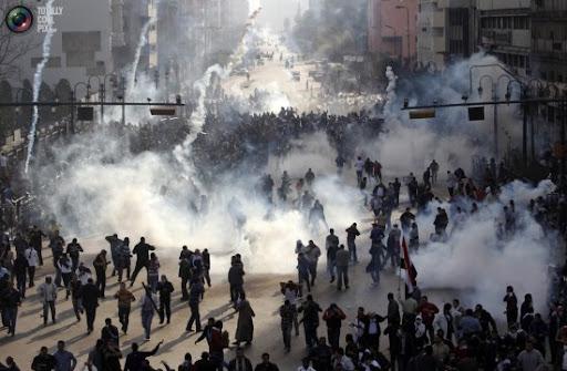 http://lh5.googleusercontent.com/_PQcPYfGhKuY/TVKg-piMjHI/AAAAAAAABDU/RGrRfdzCmKs/jan25_protests_egypt_revolution_0011-550x360.jpg