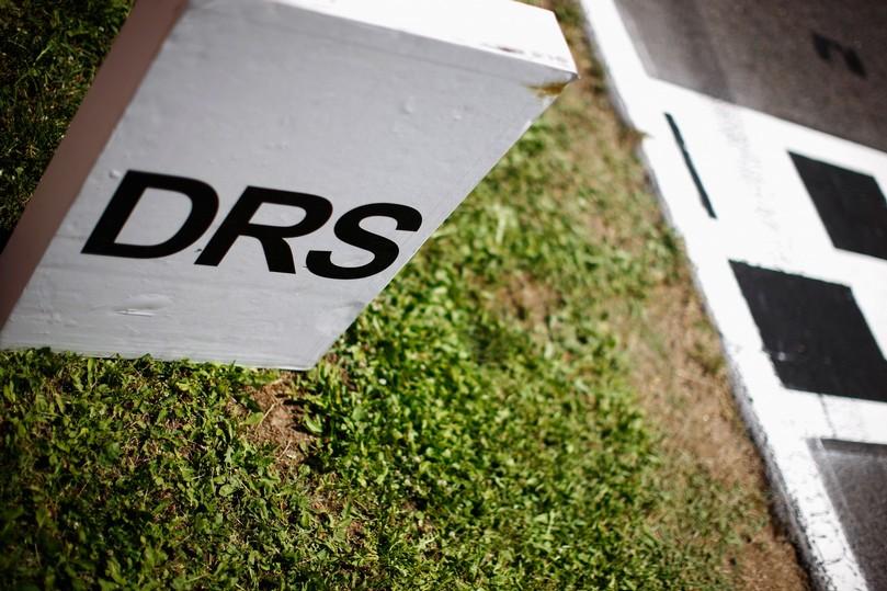 отметка активации зоны DRS на Гран-при Испании 2011