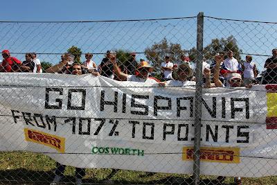 болельщики Hipania на трассе Гран-при Испании 2011