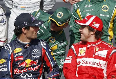 Фернандо Алонсо Марк Уэббер Хейкки Ковалайнен на фотосессии пилотов на старте сезона на Гран-при Австралии 2011