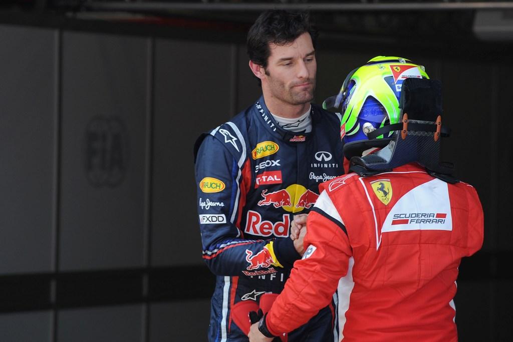 Марк Уэббер жмет руку Фелипе Массе на Гран-при Австралии 2011