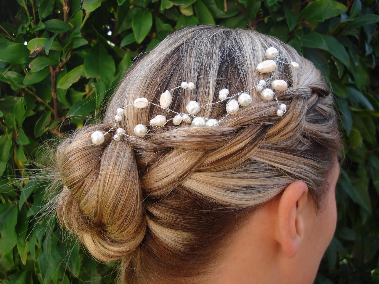 Прически с косами и украшениями